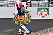 8#30: Takuma Sato, Rahal Letterman Lanigan Racing Honda<br /> Takuma Sato kisses the bricks after winning the Indy 500