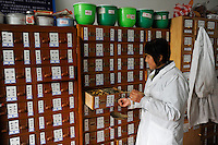 CHINA Province Shaanxi city Xian, hospital with chinese medicine treatment / CHINA Provinz Shaanxi Stadt Xian, Krankenhaus mit traditioneller chinesischer Medizin