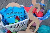 Am Dienstag den 3. Dezember 2014 protestierten Mitglieder antirassistischer Gruppen vor der SPD-Zentrale in Berlin gegen die vom Bundeskabinett geplante Verschaerfung des Aufenthaltsrechts fuer Fluechtlinge. Sie warfen Paragraphenzeichen und Zettel mit Aufschriften wie Asylbewerberleistungsgesetz symbolisch in eine Muelltonne.<br /> 3.12.2014, Berlin<br /> Copyright: Christian-Ditsch.de<br /> [Inhaltsveraendernde Manipulation des Fotos nur nach ausdruecklicher Genehmigung des Fotografen. Vereinbarungen ueber Abtretung von Persoenlichkeitsrechten/Model Release der abgebildeten Person/Personen liegen nicht vor. NO MODEL RELEASE! Nur fuer Redaktionelle Zwecke. Don't publish without copyright Christian-Ditsch.de, Veroeffentlichung nur mit Fotografennennung, sowie gegen Honorar, MwSt. und Beleg. Konto: I N G - D i B a, IBAN DE58500105175400192269, BIC INGDDEFFXXX, Kontakt: post@christian-ditsch.de<br /> Bei der Bearbeitung der Dateiinformationen darf die Urheberkennzeichnung in den EXIF- und  IPTC-Daten nicht entfernt werden, diese sind in digitalen Medien nach §95c UrhG rechtlich geschuetzt. Der Urhebervermerk wird gemaess §13 UrhG verlangt.]