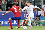 Real Madrid's Garet Bale (r) and Atletico de Madrid's Diego Godin during UEFA Champions League 2015/2016 Final match.May 28,2016. (ALTERPHOTOS/Acero)