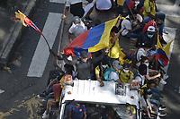 CALI - COLOMBIA, 01-05-2021: Caravanas de manifestantes por las calles del oeste de la ciudad de Cali durante la jornada del Día del trabajo en Colombia hoy, 01 de mayode 2021, además se mantiene la protesta por la reforma tributaria que adelanta el gobierno de Ivan Duque además de la precaria situación social y económica que vive Colombia. El paro fue convocado por sindicatos, organizaciones sociales, estudiantes y la oposición y sumando el día del trabano lleva 4 días de marchas y protestas. / Caravans of protesters through the streets of the west of the city of Cali during the day of Labor Day in Colombia today, May 1, 2021, in addition, the protest against the tax reform that the government of Ivan Duque is advancing in addition to the precarious situation is maintained. social and economic life in Colombia. The strike was called by unions, social organizations, students and the opposition and adding the day of labor has 4 days of marches and protests. Photo: VizzorImage / Gabriel Aponte / Staff