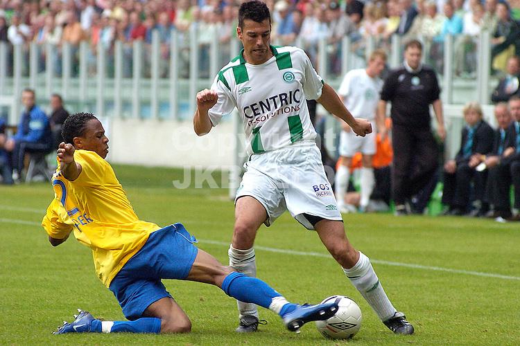 groningen - rkc waalwijk 24-09-2006 eredivisie seizoen 2006-2007 dusley mulder in duel met vd linden