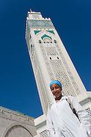 Afrique/Afrique du Nord/Maroc /Casablanca: la Grande Mosquée Hassan II et jeune fille