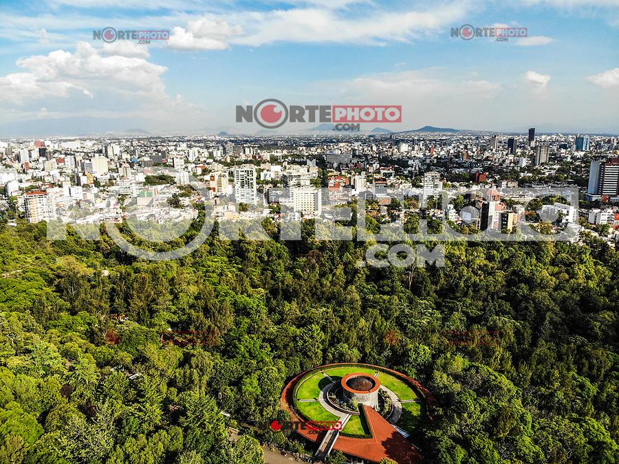 aerial view  forest of Chapultepec. urban park in Mexico City.<br /> (Photo: Luis Gutierrez / NortePhoto.com).<br /> <br /> vista aerea del bosque de Chapultepec. parque urbano  en la Ciudad de México.<br /> (Foto: Luis Gutierrez / NortePhoto.com).
