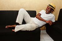 SÃO PAULO, 22 DE MARÇO 2013 - SHOW LUIZ MELODIA - O cantor e compositor carioca, Luiz Melodia durante show na noite desta sexta-feira(22). Em um show intimista, o  músico mostra no Tom Jazz sucessos como ?Pérola Negra?, ?Magrelinha?, ?Estácio, eu e você?, ?Juventude Transviada? e ?Negro gato? - FOTO: LOLA OLIVEIRA/BRAZIL PHOTO PRESS
