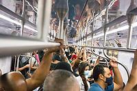 SÃO PAULO, SP, 15.03.2021:  Movimentação CPTM SP - No primeiro dia da fase vermelha emergencial criado pelo governo do Estado de São Paulo para conter o aumento de casos e internações causados  pela Covid-19. Passageiros se aglomeram nos trens da CPTM da linha 7 Rubi que liga a cidade de Francisco Morato a Estação Brás da CPTM na região central da cidade de São Paulo na manhã desta segunda -feira  (15).