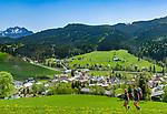 Austria, Salzburger Land, Tennengau, hikers above Russbach am Pass Gschuett | Oesterreich, Salzburger Land, Tennengau, Russbach am Pass Gschuett: Wanderer oberhalb des Dorfes