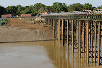 ETHIOPIA, Southern Nations, Lower Omo valley, Omo river at town Kangaten, bridge built by chinese, container of chinese company for construction of sugar factory / AETHIOPIEN, Omo Tal, Stadt Kangaten, Omo Fluss, von Chinesen gebaute Bruecke, Container einer chinesischen Firma fuer Bau einer Zuckerfabrik