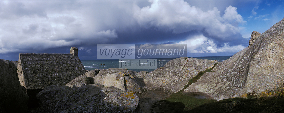 Europe/France/Bretagne/29/Finistère/Env de Kerlouan: Petite maison  de douanier  dans les rochers
