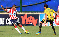 BUCARAMANGA -COLOMBIA-27-02-2014.  Daniel Santa de Alianza Petrolera disputa el balon contra Juan Gullermo Dominguez  del Atletico Junior  partido por la octava  fecha de la Liga Postob—n 2014-1 realizado en el estadio Alvaro Gomez Hurtado./   Daniel Santa  of Alianza Petrolera dispute the balloon against Atletico Junior Juan Gullermo Dominguez  game for the eighth round of the League held in 2014-1 Postob—n Alvaro Gomez Hurtado Stadium.  Photo:VizzorImage / Duncan Bustamante / Stringer