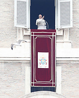 Papa Francesco recita l'Angelus domenicale affacciato su piazza San Pietro dalla finestra del suo studio. Citta' del Vaticano, 14 gennaio 2018.<br /> Pope Francis recites the Sunday Angelus noon prayer from the window of his studio overlooking St. Peter's Square, at the Vatican, on Vatican, on January 14, 2018.<br /> UPDATE IMAGES PRESS/Isabella Bonotto<br /> <br /> STRICTLY ONLY FOR EDITORIAL USE