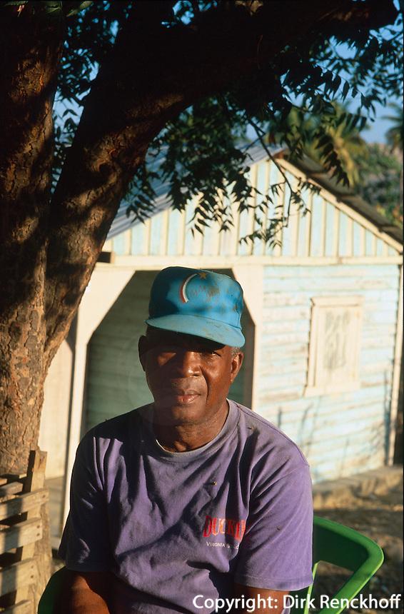 Dominikanische Republik, Bauer vor seiner Hütte am Lago Enriquillo