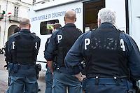 01/07/2012 Finale dei campionati europei di calcio 2012  Italia - Spagna: poliziotti in piazza a Torino vigilano sulla vione della partita.