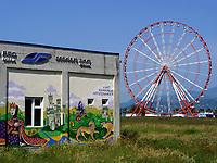 Wandbilder und Riesenrad am alten Hafen, Batumii, Adscharien - Atschara, Georgien, Europa<br /> murals and giant wheel at the old harbor, Batumi, Adjara,  Georgia, Europe