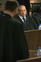 BRASILIA, DF, 07.10.2015 - TCU-CONTAS -  O ministro  Augusto Nardes (D), durante sessão para análise das contas públicas do Governo da presidente Dilma Rousseff de 2014, na sede do Tribunal de Contas da União em Brasilia nesta quarta-feira, 07. Nardes é o relator da matéria. Em primeiro plano, o advogado-geral da Uniao, Luis Inacio Adams.(Foto:Ed Ferreira / Brazil Photo Press)