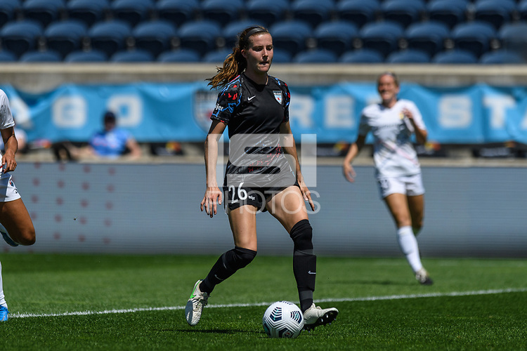 BRIDGEVIEW, IL - JUNE 5: Tierna Davidson #26 of the Chicago Red Stars dribbles the ball during a game between North Carolina Courage and Chicago Red Stars at SeatGeek Stadium on June 5, 2021 in Bridgeview, Illinois.