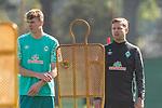 22.09.2020, Trainingsgelaende am wohninvest WESERSTADION - Platz 12, Bremen, GER, 1.FBL, Werder Bremen Training<br /> <br /> Nick Woltemade (werder Bremen #41)<br /> Florian Kohfeldt (Trainer SV Werder Bremen)<br /> Querformat<br /> <br /> <br /> <br /> Foto © nordphoto / Kokenge