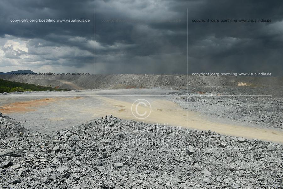 TANZANIA Geita Gold Mine, open-cast gold mine of company AngloGold Ashanti, the ore will be crushed to dust and then treated with high toxic Sodium cyanide to extract maximum amount of gold / TANSANIA Geita Goldmine der Firma AngloGold Ashanti, offener Tagebau, das gefoerderte Erz wird anschliessend zu Staub gemahlen und mit dem hochgiftigen Natriumcyanid wird Gold ausgewaschen, Abraumhalde