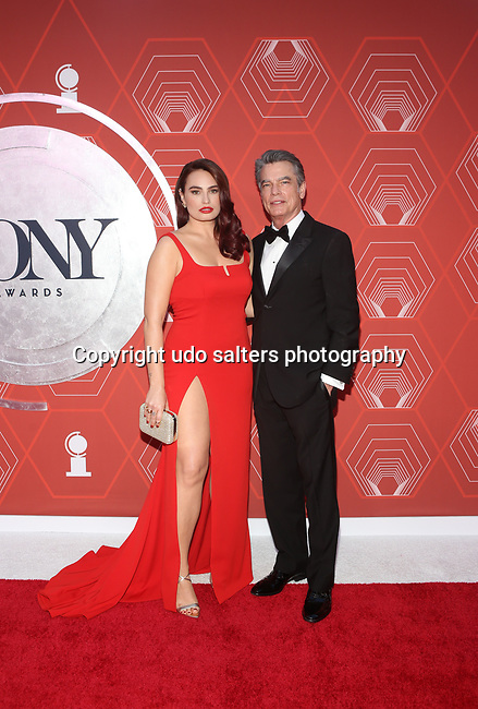 Kathryn Gallagher and Peter Gallagher attend the 74th Tony Awards-Broadway's Back! arrivals at the Winter Garden Theatre in New York, NY, on September 26, 2021. (Photo by Udo Salters/Sipa USA)