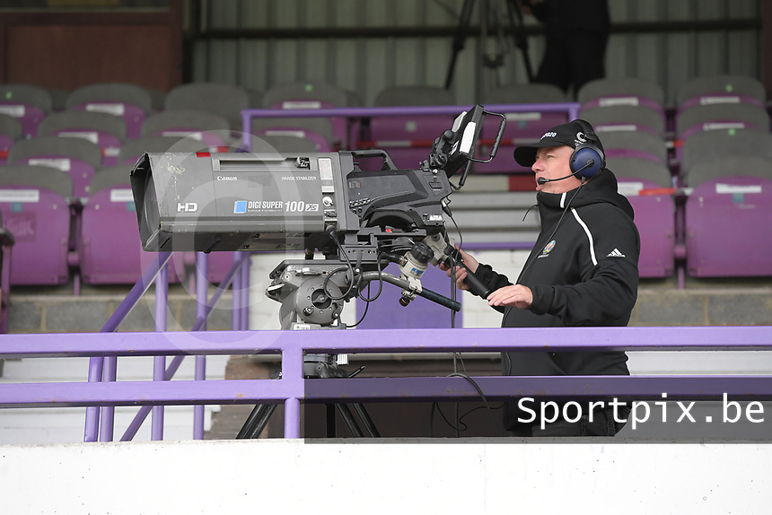 Illustration picture shows the TV cameraman at the Forestier Stadium during a female soccer game between SV Zulte - Waregem and Club Brugge YLA on the fourth matchday of the 2021 - 2022 season of the Belgian Scooore Womens Super League , saturday 11 of September 2021  in Harelbeke , Belgium . PHOTO SPORTPIX   DIRK VUYLSTEKE
