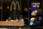 New York state to raise fast food minimum wages