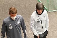 Thomas Mueller (Deutschland Germany) mit Bundestrainer Joachim Loew (Deutschland Germany) - Seefeld 04.06.2021: Trainingslager der Deutschen Nationalmannschaft zur EM-Vorbereitung