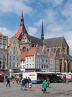 Neuer Marktplatz und Marienkirche in Rostock, Mecklenburg-Vorpommern, Deutschland