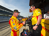Verizon IndyCar Series<br /> Indianapolis 500 Practice<br /> Indianapolis Motor Speedway, Indianapolis, IN USA<br /> Monday 15 May 2017<br /> Ryan Hunter-Reay, Andretti Autosport Honda with engineer Ray Gosselin<br /> World Copyright: Geoffrey M. Miller<br /> LAT Images