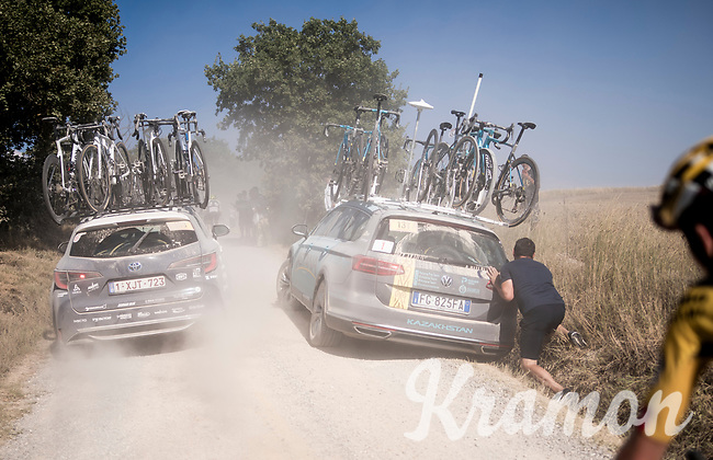 The Astana teamcar that got stuck in a ditch...<br /> <br /> 14th Strade Bianche 2020<br /> Siena > Siena: 184km (ITALY)<br /> <br /> delayed 2020 (summer!) edition because of the Covid19 pandemic > 1st post-Covid19 World Tour race after all races worldwide were cancelled in march 2020 by the UCI