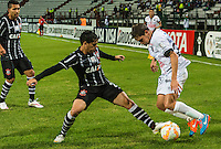 MANIZALES- COLOMBIA - 11-02-2015: Patricio Perez (Der) jugador de Once Caldas, disputa el balón con Felipe (Izq) jugador del Corinthians, durante partido de vuelta entre Once Caldas de Colombia y Corinthians de Brasil por la primera fase, repechaje 6, de la Copa Bridgestone Libertadores en el estadio Palogrande, de la ciudad de Manizales. / Patricio Perez (R) player of Once Caldas, vies for the ball with Felipe (L) player of Corinthians, during a match for the second leg between Once Caldas of Colombia and Corinthians of Brasil for the first phase, playoff 6, of the Copa Bridgestone Libertadores in the Palogrande stadium in Manizales city. Photos: VizzorImage / Kevin Toro / Cont