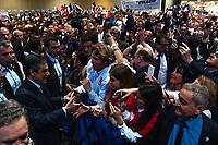 MEETING DE FRANCOIS FILLON A LYON, FRANCE, 12/04/2017. ARRIVEE DE FRANCOIS FILLON QUI SERT DES MAINS