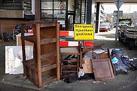 Nederland  Amsterdam -  2020. Kattenburg. Vuilnis en grofvuil op straat.   Foto : ANP/ HH / Berlinda van Dam