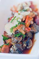 Europe/France/Aquitaine/24/Dordogne/Bergerac:   Ragoût d'escargots gris, chorizo, os et moelle , persil plat, jus court recette de Stéphane Cuzin du restaurant: La Table du Marché