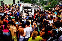 """Manaus AM 17 04 2012 VIOLENCIA TRAFICO-  O menor  Yan Felipe de Oliveira Lopes, 16 anos morto com 12 tiros na rua Roma, bairro Grande Vitoria, zona leste de manaus. Usuário de drogas Yan foi morto por nao pagamento de divida com traficantes. A série """"guerra esquecida"""", revela uma triste realidade da maior cidade do norte do Brasil. Manaus teve  de 2010 a 2012 mais de  2 mil homicidios de jovens envolvidos com o tráfico de drogas. A igreja católica em fevereiro de 2013 lançou a campanha da CNBB (Conferência Nacional dos Bispos do Brasil), que tem como tema """"Fraternidade e Juventude"""" , o que gerou polêmica na cidade devido ao número de homicidios que o governo do Amazonas não reconhece, ou tenta manipular dados para que não se tenha uma imagem negativa do estado Em 2014 manaus é uma das subsedes da Copa do Mundo de Futebol. (Foto Albero Céesar Araújo)"""