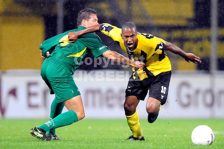 voetbal bv veendam - fortuna sittard jupiler leaque seizoen 2008-2009 05-09-2008 lucian dompig vastgehouden door taktak.