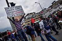 BOGOTA – COLOMBIA, 10-10-2018: Estudiantes salieron a las calles de Bogotá en una gran Marcha para protestar en contra de las medidas gubernamentales que propician la desfinanciación de la educación pública en Colombia. / Students go to the streets to protest against government policies that propend lack of budget of the public education in Colombia. Photo: VizzorImage / Nicolas Aleman / Cont