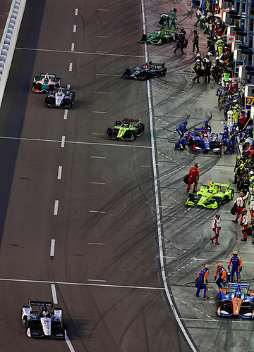 Graham Rahal, Rahal Letterman Lanigan Racing Honda, Scott Dixon, Chip Ganassi Racing Honda, Sébastien Bourdais, Dale Coyne Racing with Vasser-Sullivan Honda pit stop