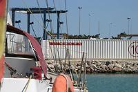 Ubicación del equipo Luna Rossa visto desde el barco de nuestro amigo Juan Carlos -  - LLEGADA DEL CHALLENGE LUNA ROSSA AL R.C.N.V. (Copa LOUIS VUITTON / Copa del América) - 2004 mar 30