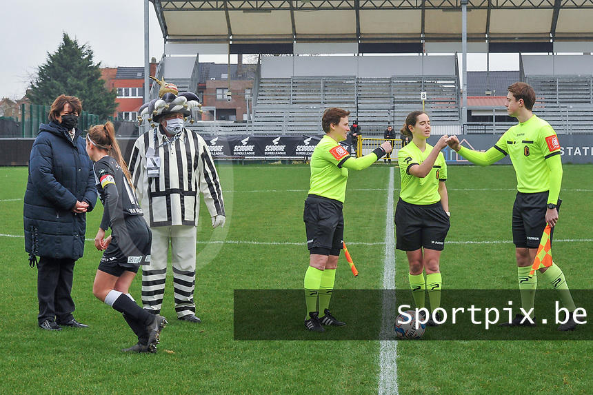 assistant referee Ella De Vries , referee Irmgard Van Meirevenne , assistant referee Michele Seeldrayers pictured before a female soccer game between Eendracht Aalst and OHL on the 13 th matchday of the 2020 - 2021 season of Belgian Scooore Womens Super League , Saturday 6 th of February 2021  in Aalst , Belgium . PHOTO SPORTPIX.BE | SPP | STIJN AUDOOREN
