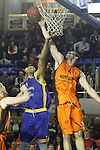 Montakit Fuenlabrada's Ian O'Leary (r) and Herbalife Gran Canaria's Ryan Hollins during Eurocup, Top 16, Round 2 match. January 10, 2017. (ALTERPHOTOS/Acero)