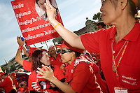 Thailand. Bangkok. Red-shirted supporters of ousted premier Thaksin Shinawatra gather outside Government House to demand the dissolution of the House of Representatives and the resignation of the Democrat led coalition. Thousand of anti-government Democratic Alliance against Dictatoship (DAAD) protesters shout slogans while demonstrating. Each day by late afternoon, the red-shirt uprising swells witj thousand supporters to hear verbal attacks against the government. A new political crisis with the red power political movement.  29.03.09 © 2009 Didier Ruef