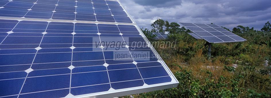 Les Bahamas /Ile d'Andros/South Andros : le Eco-Lodge-Tiamo Resort - les capteurs solaires qui produisent l'électricité de l'Hotel // Bahamas / Andros Island / South Andros: Eco-Lodge-Tiamo Resort - solar panels that produce electricity from the Hotel