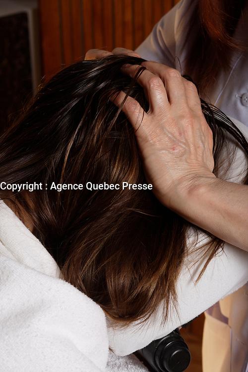 Montreal (Qc) Canada - august 52009 - hair scalp massage