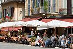 Italien, Piemont, Orta San Giulio: Cafes auf der Piazza Motta | Italy, Piedmont, Orta San Giulio: cafes at Piazza Motta