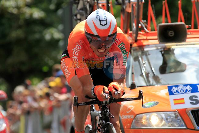 Samuel Sanchez (Euskaltel- Eskadi) powers round Stage 19 of the 2010 Tour de France from Bordeaux to Pauillac, 24th July 2010 (Photo by Eoin Clarke/NEWSFILE)