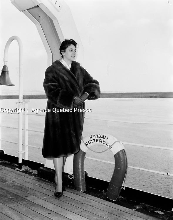 ARCHIVE -<br /> <br /> Depart en Bateau, de Quebec, le 13 decembre 1966<br /> <br /> PHOTO - Agence Quebec Presse -  Photo Moderne