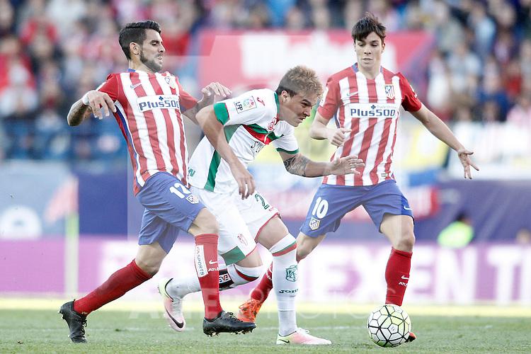 Atletico de Madrid's Augusto Fernandez (l) and Oliver Torres (r) and Granada Club de Futbol's Adalberto Penaranda during La Liga match. April 17,2016. (ALTERPHOTOS/Acero)