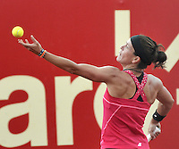 BOGOTA - COLOMBIA - 14-04-2016: Lourdes Dominguez de Spain, sirve a Sachi Vickery de Estados Unidos, durante partido por el Claro Colsanitas WTA, que se realiza en el Club El Rancho de Bogota. / Lourdes Dominguez from Spain, serves to Sachi Vickery of United States, during a match for the WTA Claro Colsanitas, which takes place at Club El Rancho de Bogota. Photo: VizzorImage / Luis Ramirez / Staff.