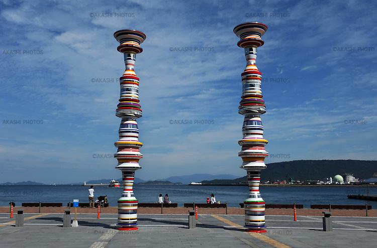 "Artwork in Takamatsu port, ""Liminal Air -core- "" by Shinji Omaki for the Setouchi International Art Festival.<br /> <br /> Oeuvre d'art dans le port de Takamatsu, ""Liminal Air -core-"" de Shinji Omaki pour le Festival international de l'art de Setouchi."