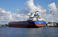 Nederland - Amsterdam - Juli 2020.   Haven van Amsterdam. Schip uit Hongkong op het Noordzeekanaal.  Foto ANP / Hollandse Hoogte / Berlinda van Dam